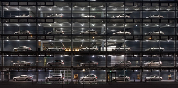 Concesionario_de_Mercedes-Benz,_Múnich,_Alemania,_2013-03-30,_DD_25